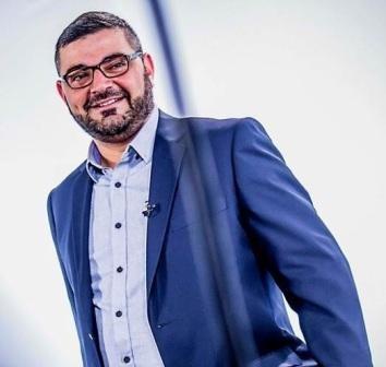 """من هو الدكتور """" أحمد خيري العمري"""