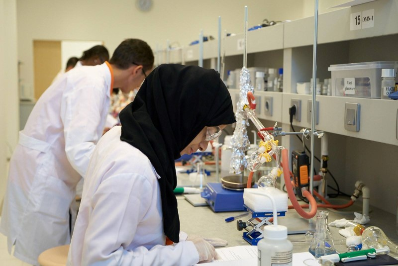 السعودية تحصد أربع ميداليات برونزية في أولمبياد الكيمياء بأذربيجان