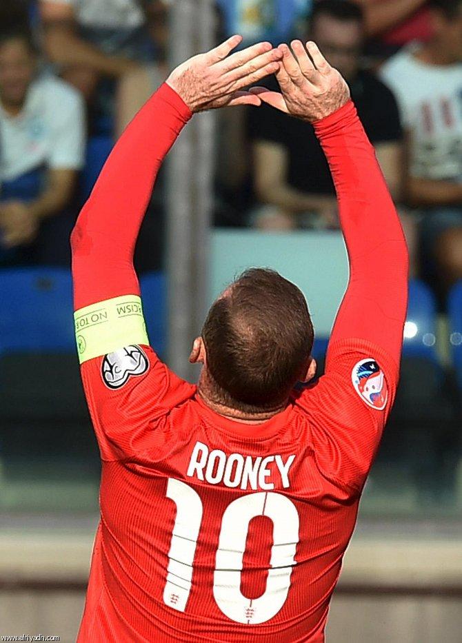روني يعادل رقم تشارلتون كأفضل هداف في تاريخ انجلترا