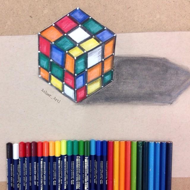 أثير الزبيدي ترسم لوحات ثلاثية الأبعاد من الأشياء اليومية