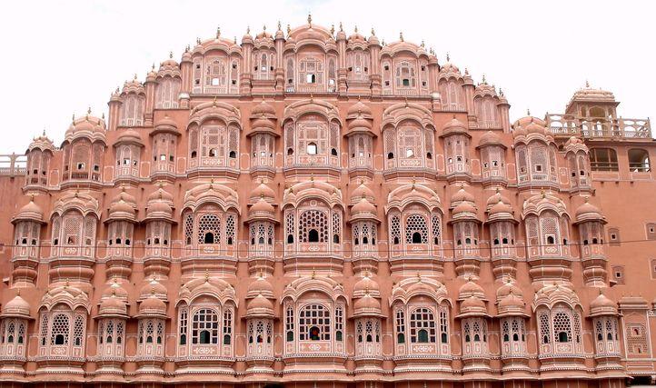 قصر هندي.. أطول مبنى في العالم بدون أساسات!
