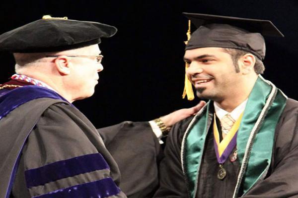 جامعة أمريكية تمنح مبتعث سعودي جائزة القيادة